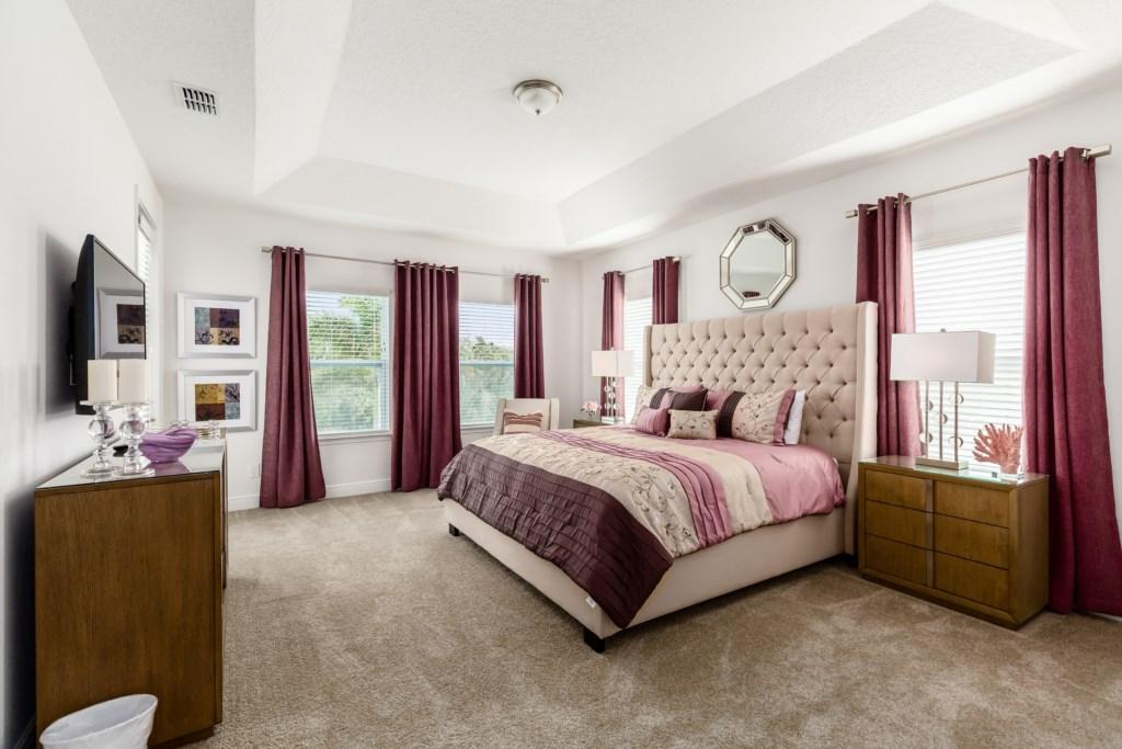 13_King_Size_Bedroom_0721.jpg