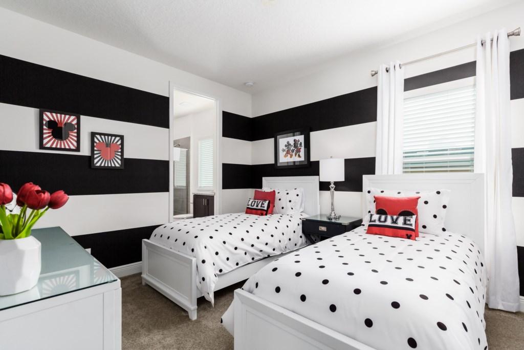 25_Twin_Bedroom_0721.jpg