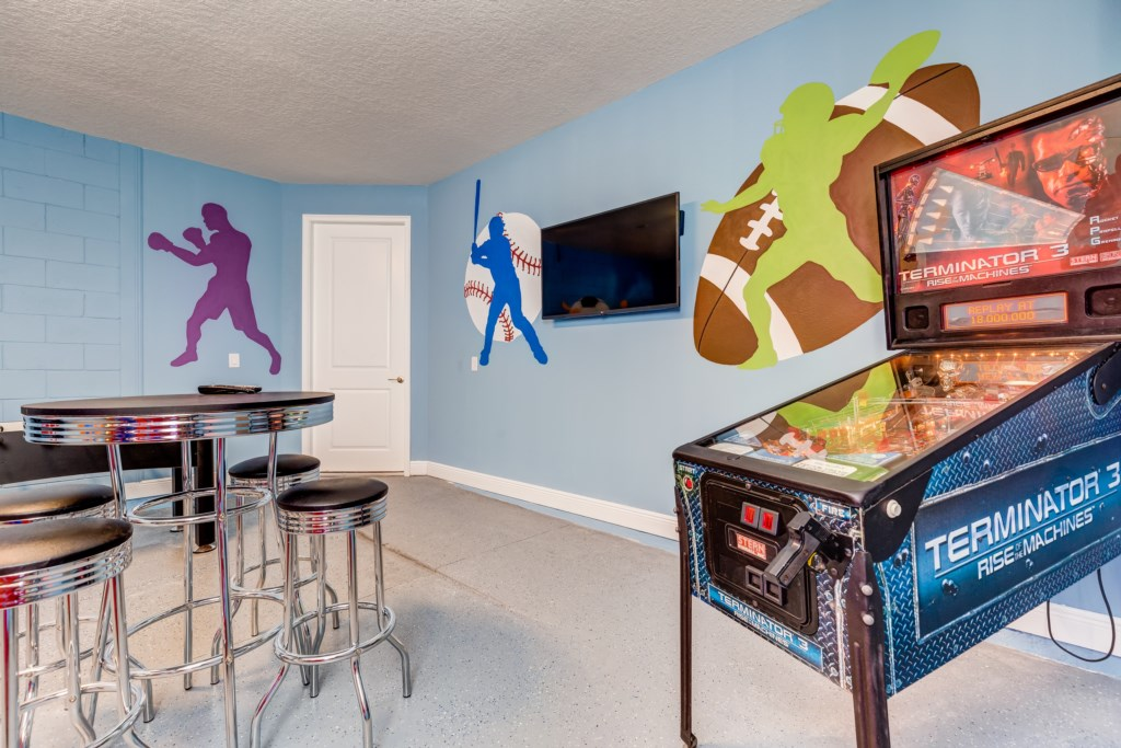 36_Games_Room_with_Pinball_0721.jpg