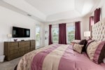 14_King_Size_Bedroom_with_TV_0721.jpg