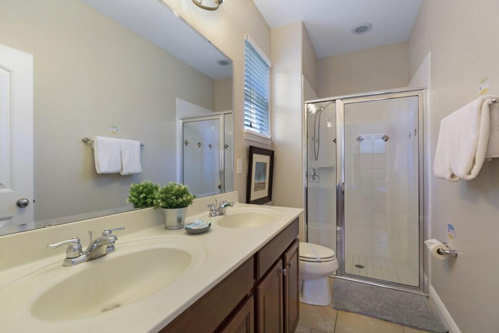 14_Bathroom_with_Shower_0721.jpg
