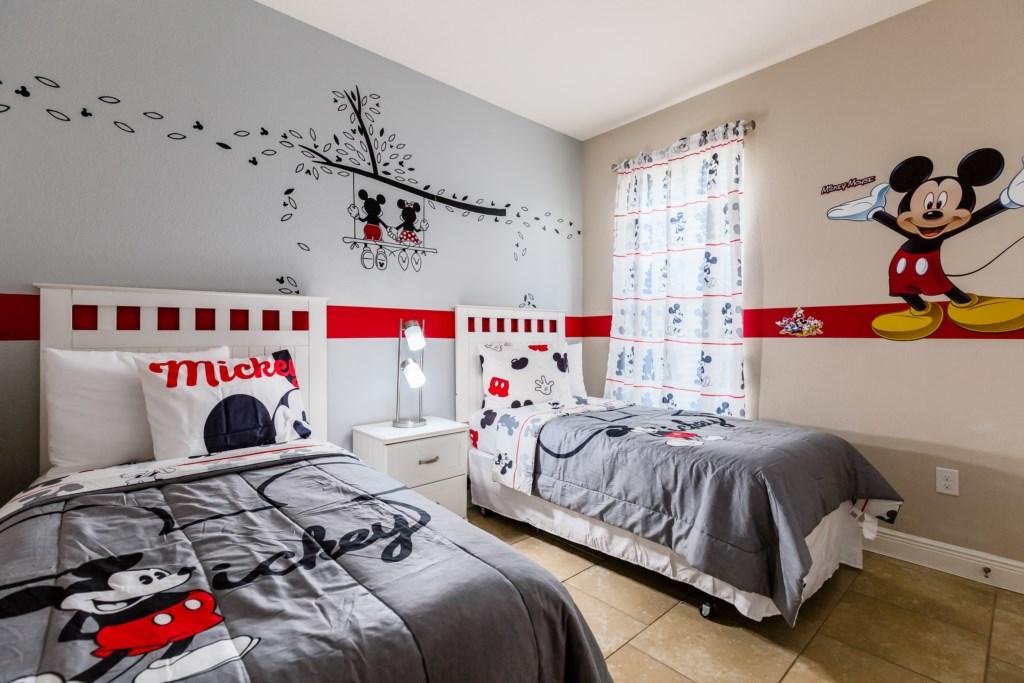 15_Disney_Twin_Bedroom_0721.jpg