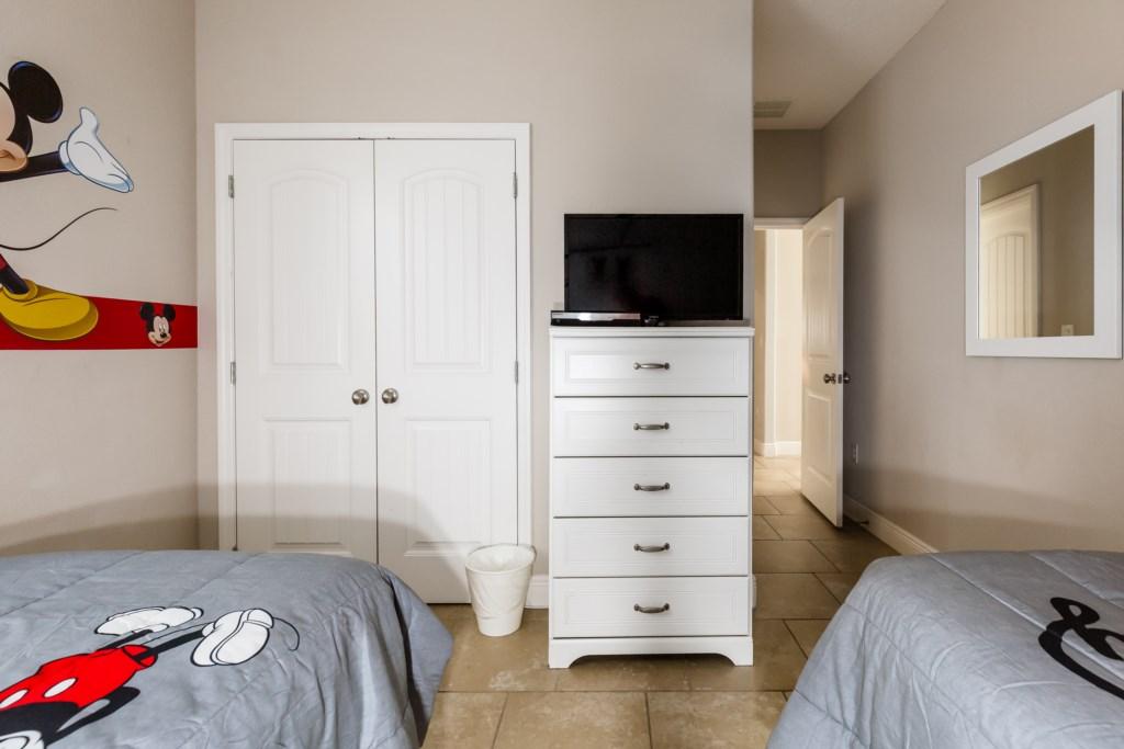16_Disney_Twin_Bedroom_0721.jpg
