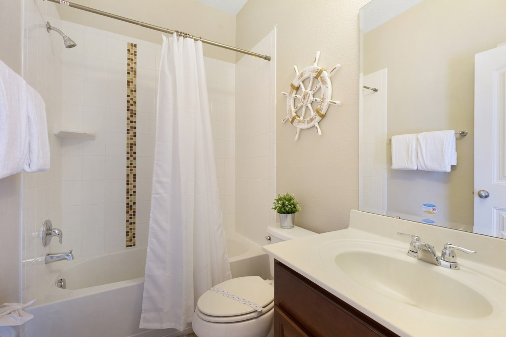17_Bathroom_with_Bath_and_Shower_0721.jpg