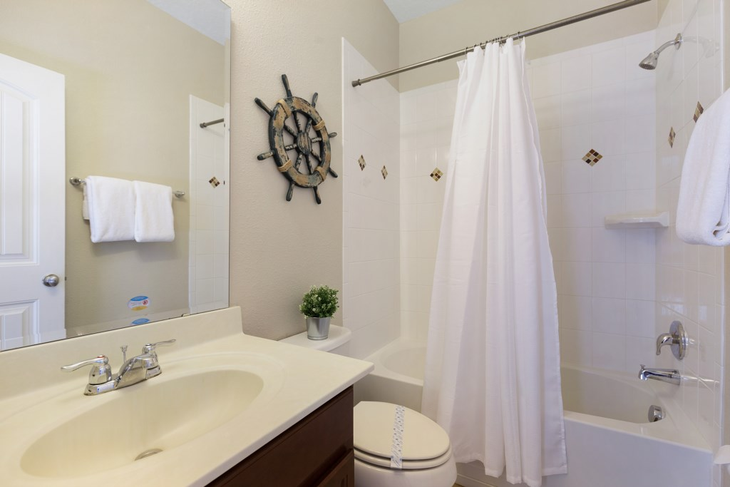 20_Bathroom_with_Bath_and_Shower_0721.jpg