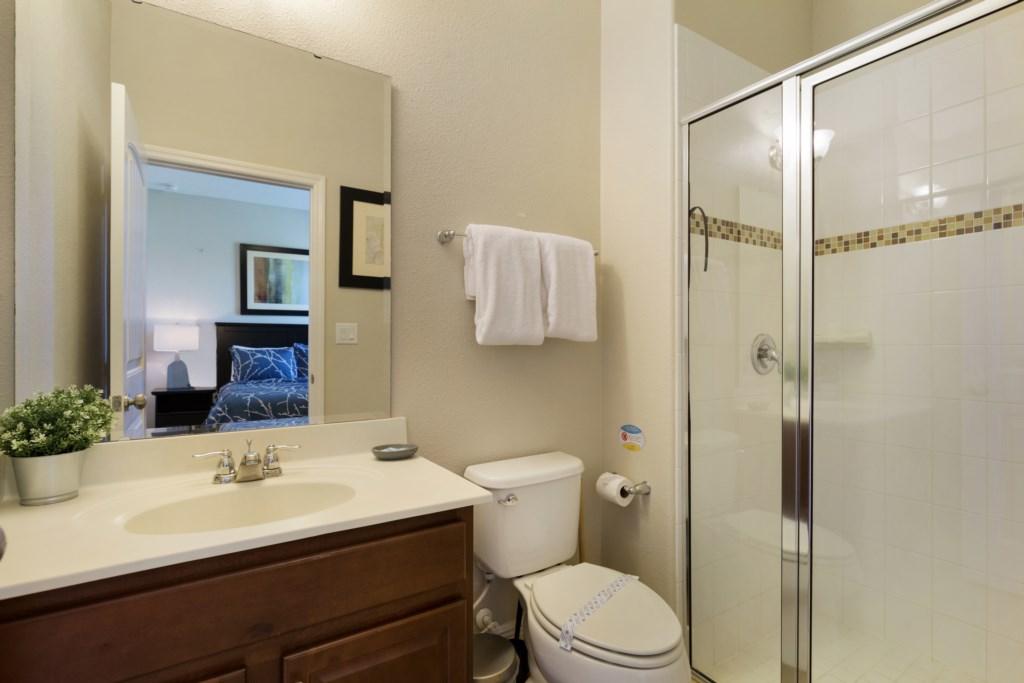 23_En-Suite_Bathroom_0721.jpg