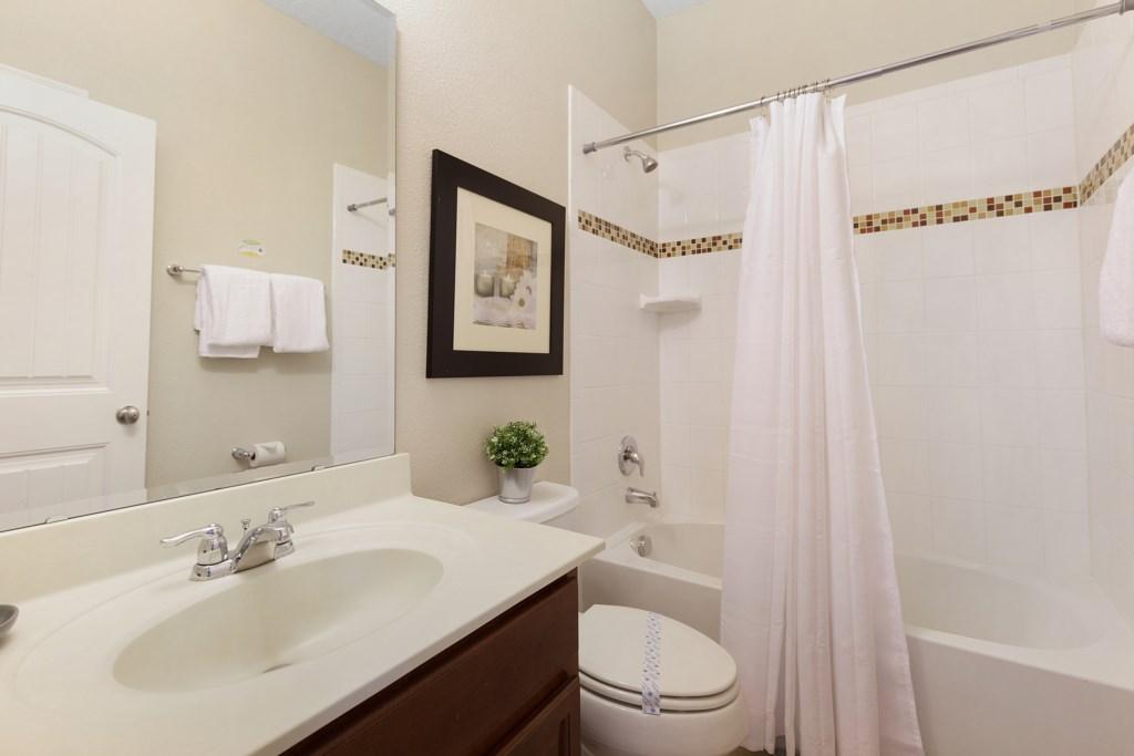 25_En-Suite_Bathroom_0721.jpg