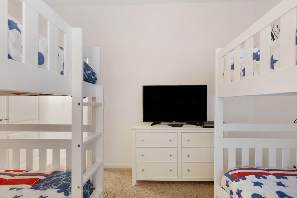 20_Bunk_bedroom_TV_0721.jpg