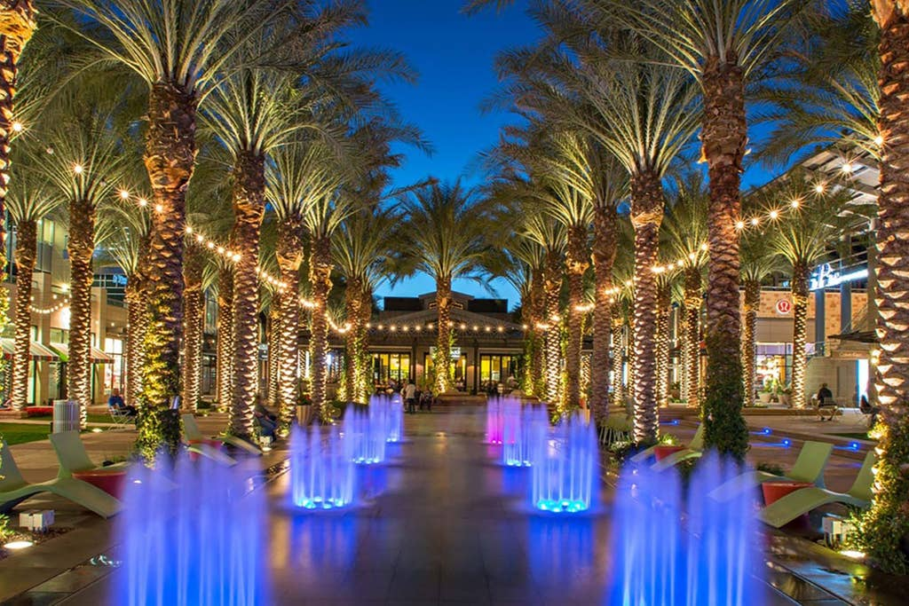 Scottsdale Quarter and Kierland shopping: 10 mins away