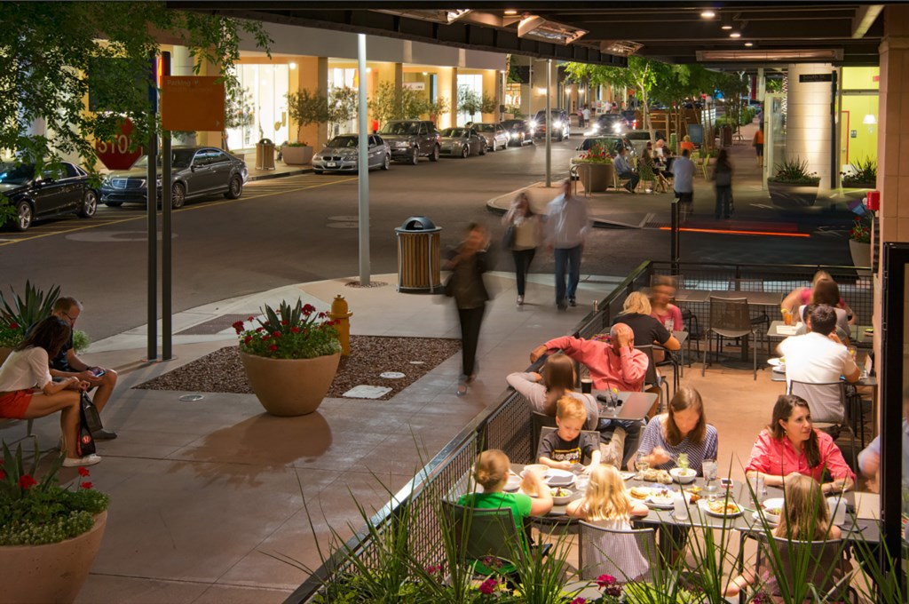 Scottsdale Quarter and Kierland outdoor dining: 10 mins away
