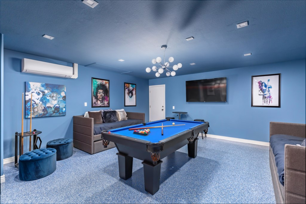 5th Bedroom/Game room with pool table