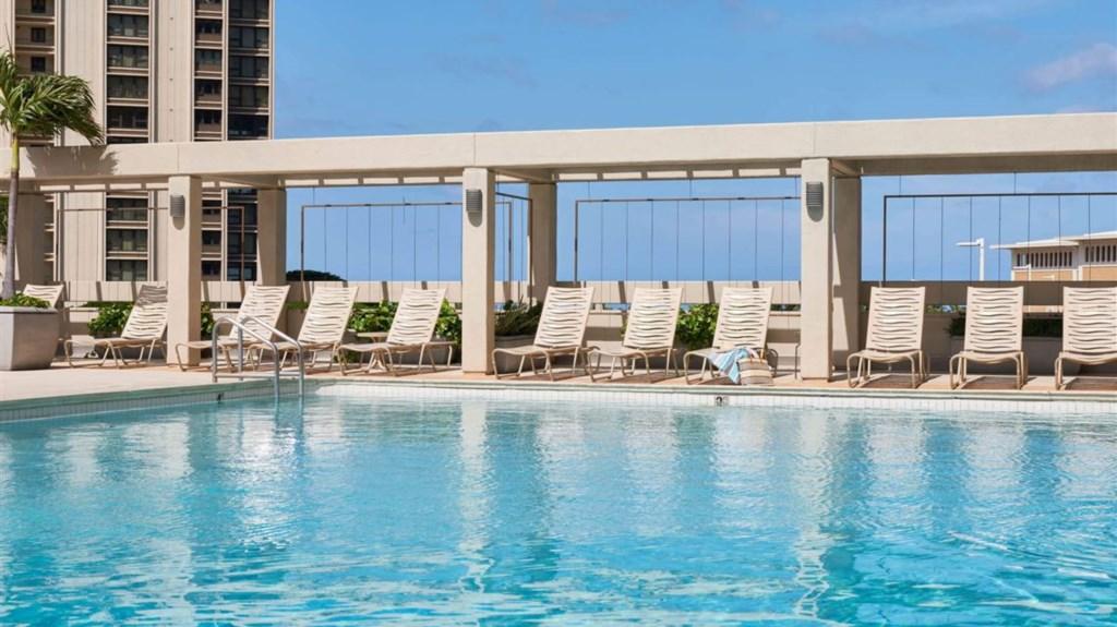 Ala-Moana-Hotel-Pool1.t78079.jpg