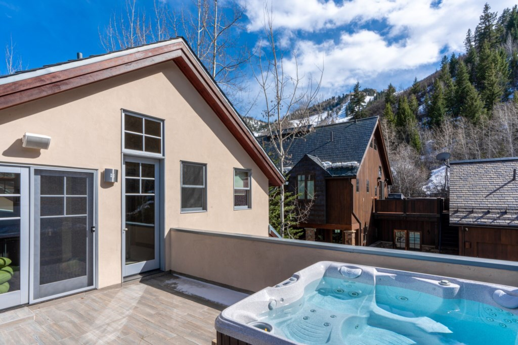 Hot Tub Deck with Views to Aspen Mountain