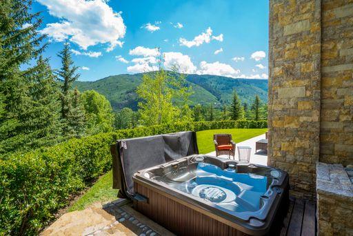 Outdoor Hot Tub.jpeg