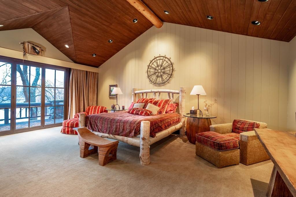 Main level suite