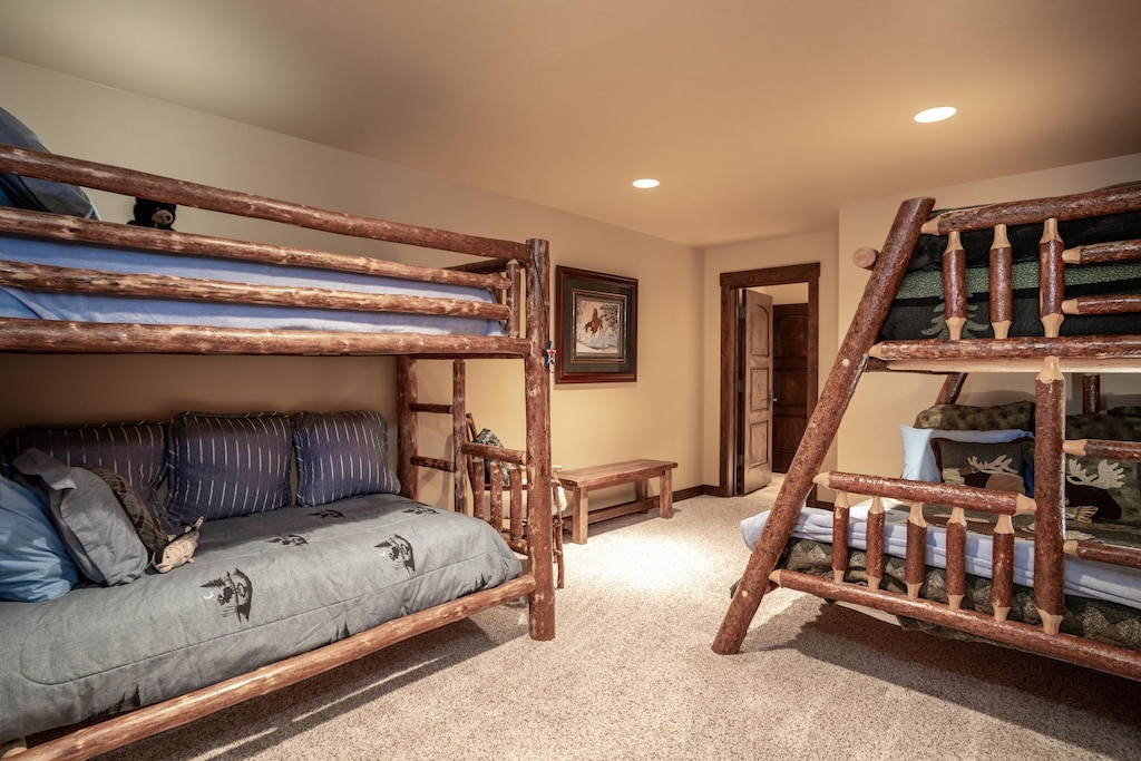 Bunk room with double