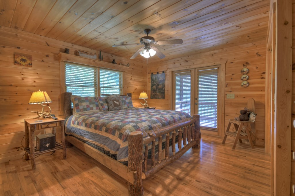 King size Bedroom with access to the deck