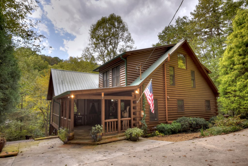 Escape to this 4 Bed 3 Bath Cabin and enjoy the quiet, secluded location