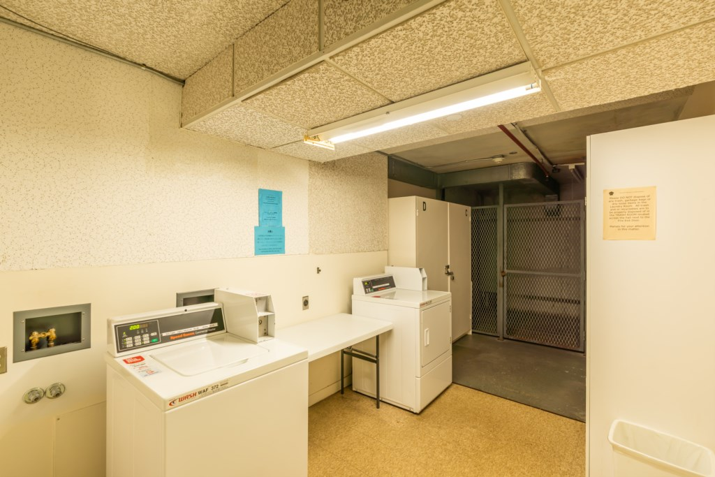 Washer / dryer area
