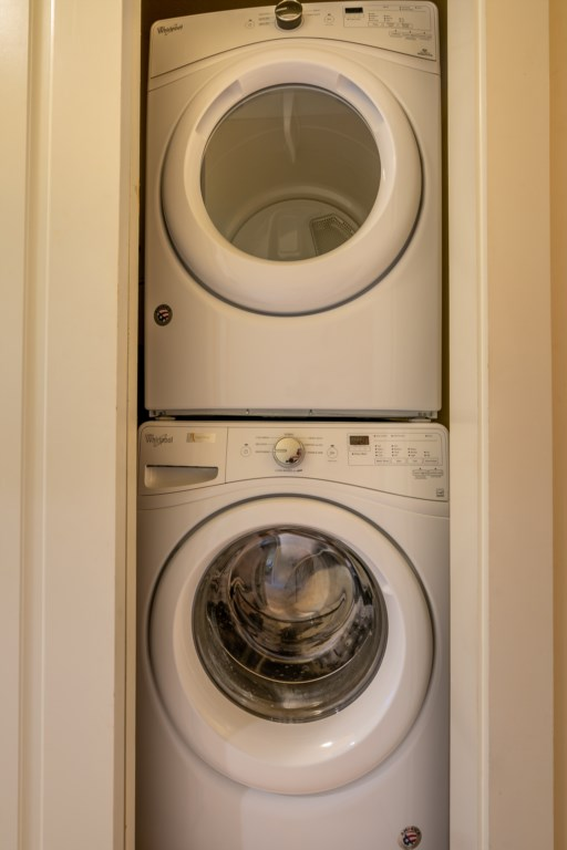 Stackable washer / dryer
