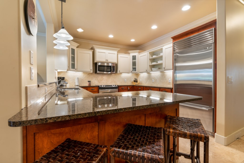 Fully equipped kitchen with bar style seating