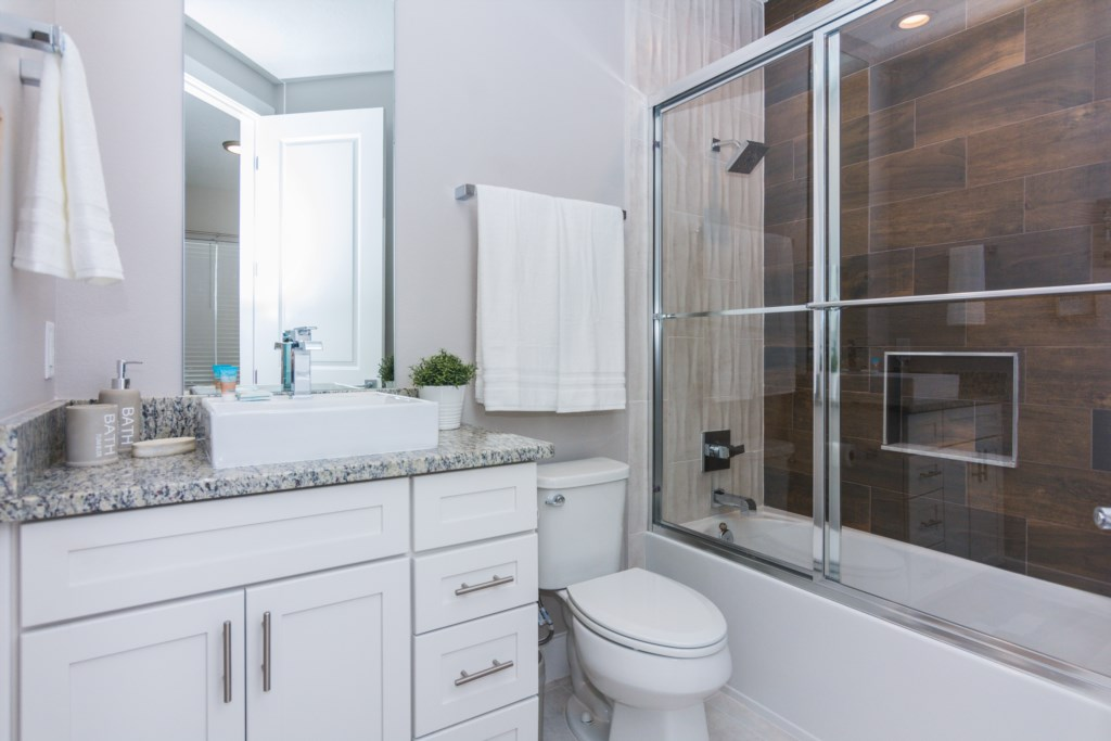 Queen Suite 4 Bath.jpg
