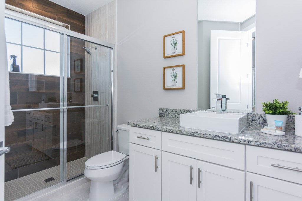 Twin Suite 4 Bath.jpg