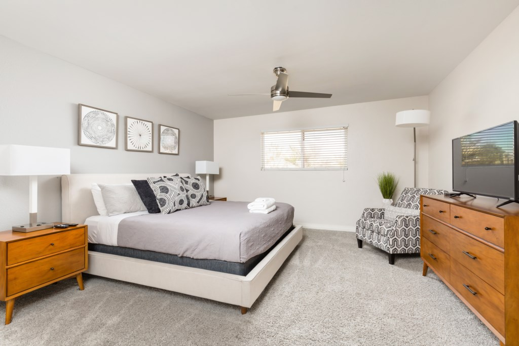 Large master bedroom with en-suite bathroom