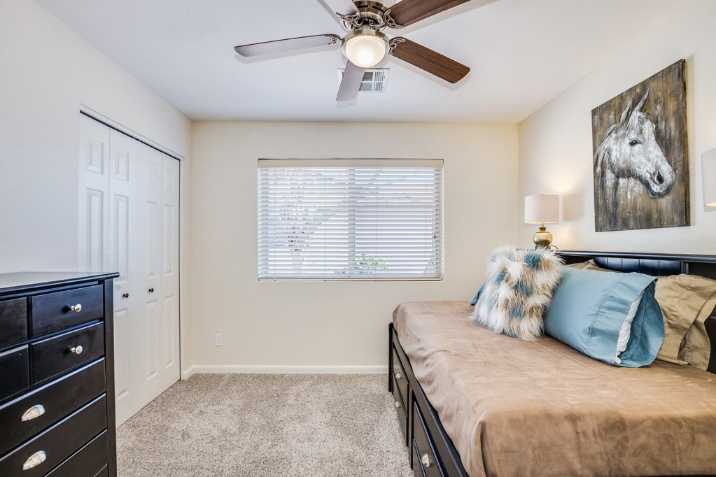4th Bedroom with two twin beds (Trundle bed, bottom pulls out to another twin bed)