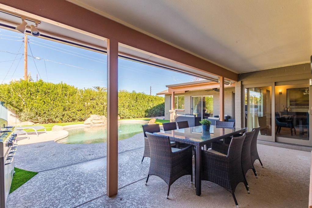 Outdoor dining and grill