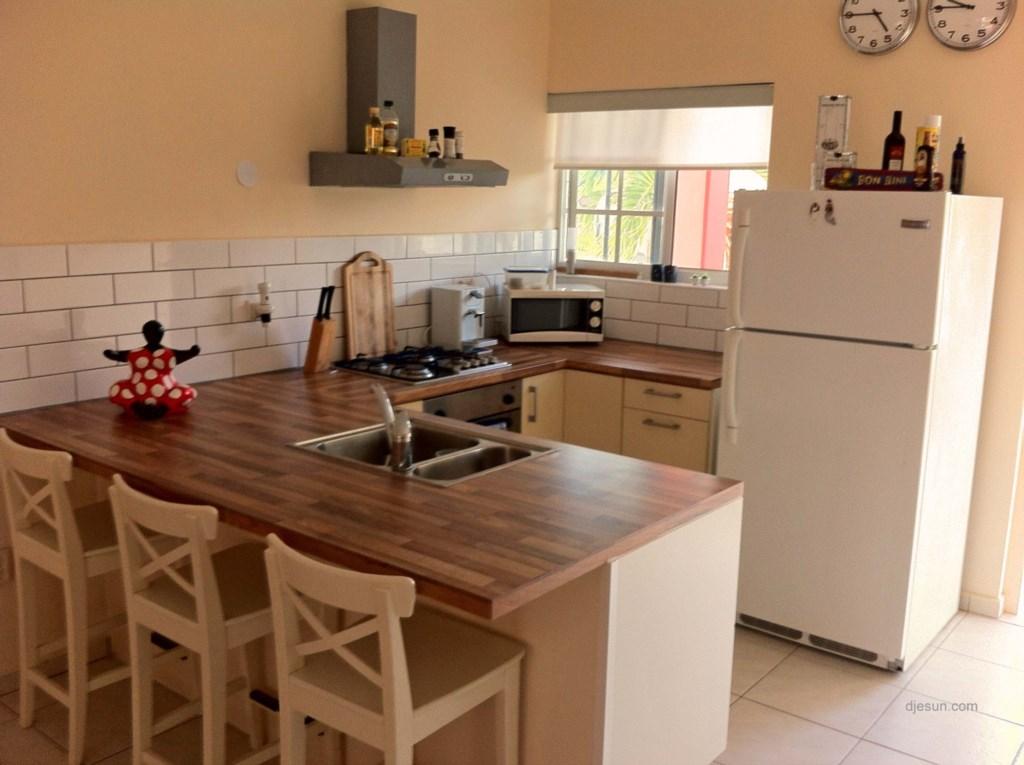 djesun_apartment_curacao_kitchen.jpg