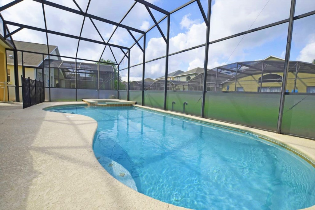 Pool with privacy screen.jpg