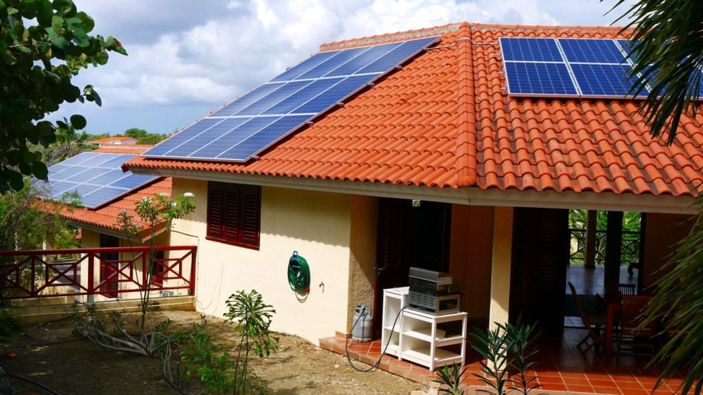Zonnepanelen op dak 1920x1080.JPG
