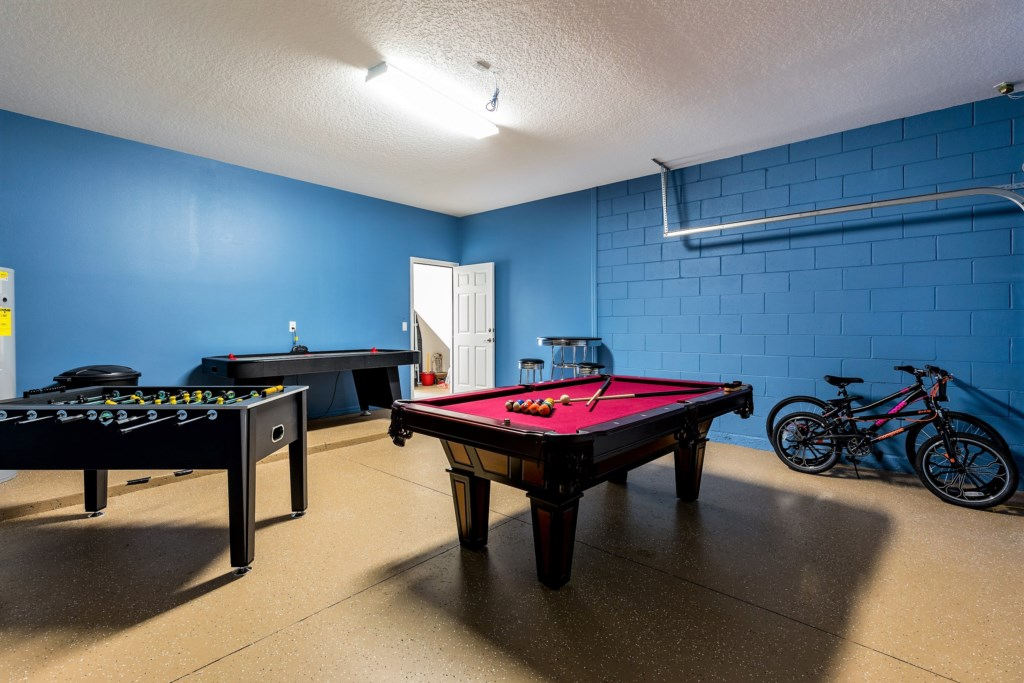 12. Actioned packed games room - ideal after a busy day at Universal Studios.JPG