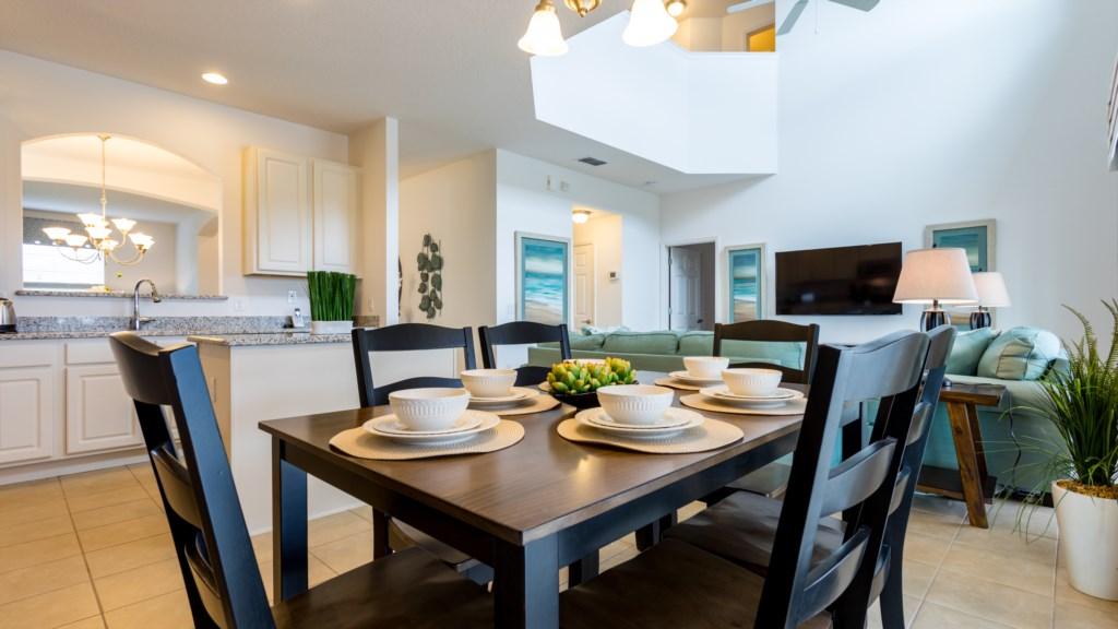 5. 6 Bed Vacation Home in Florida - Breakfast nook.JPG