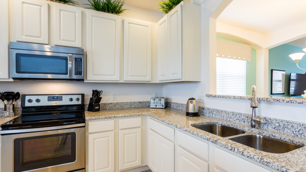8. Spacious Kitchen - ideal for cooking a meal returning from Disney.JPG