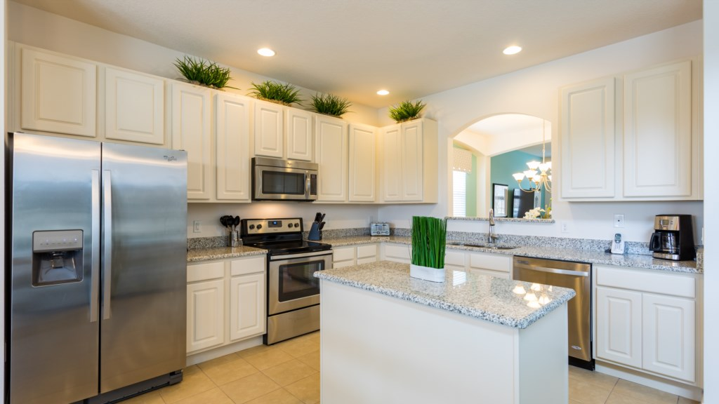 9. Spacious Kitchen in 6 Bed home in Davenport.JPG