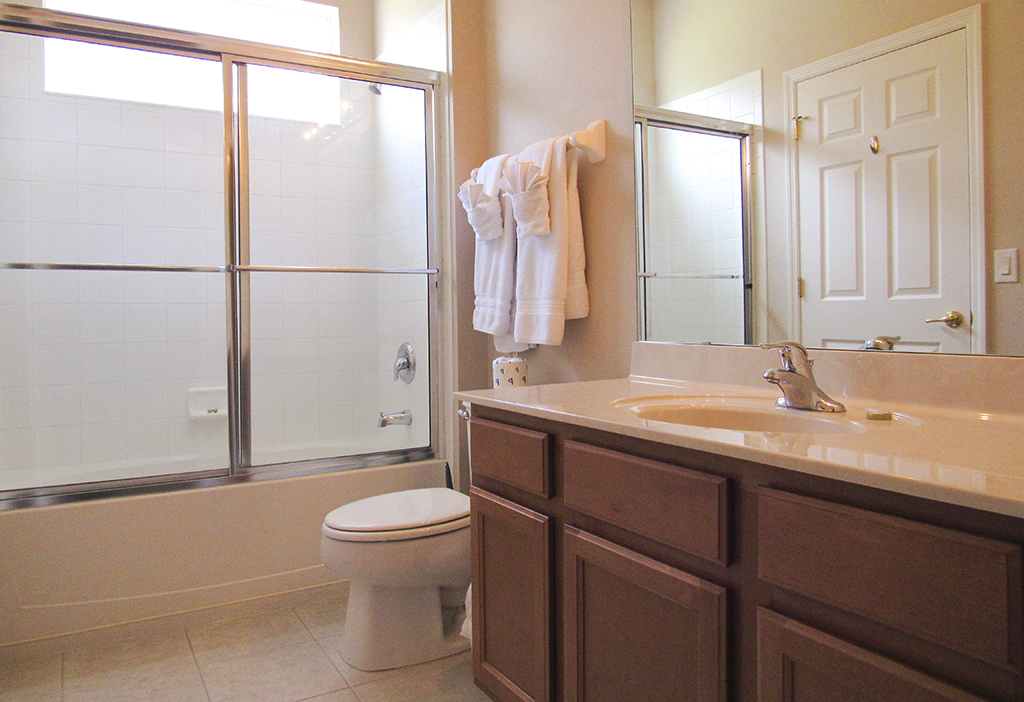 Guest Ensuite Bathroom.JPG