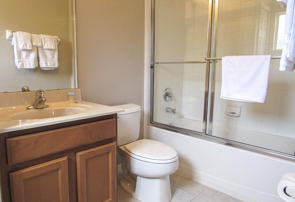 Twin bedroom 1 private en-suite bathroom.