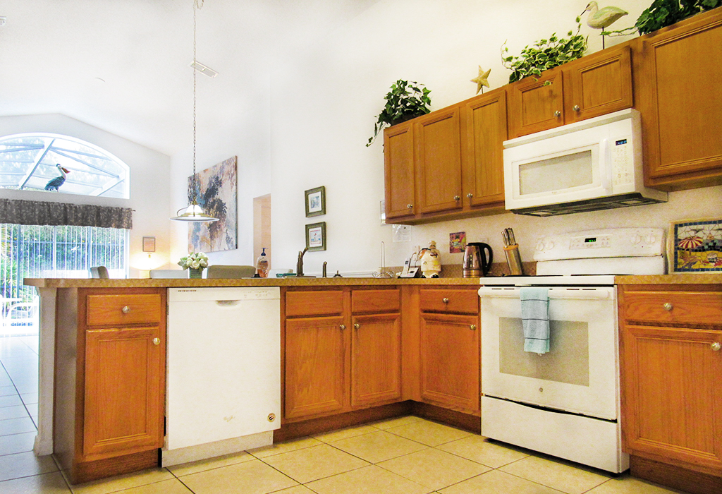 Fully equipped kitchen to suit your self-catering needs.
