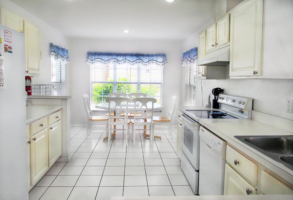 Kitchen with kitchen dining.