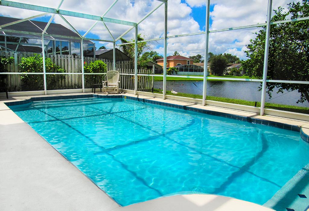 Private pool with awe-inspiring lake view!