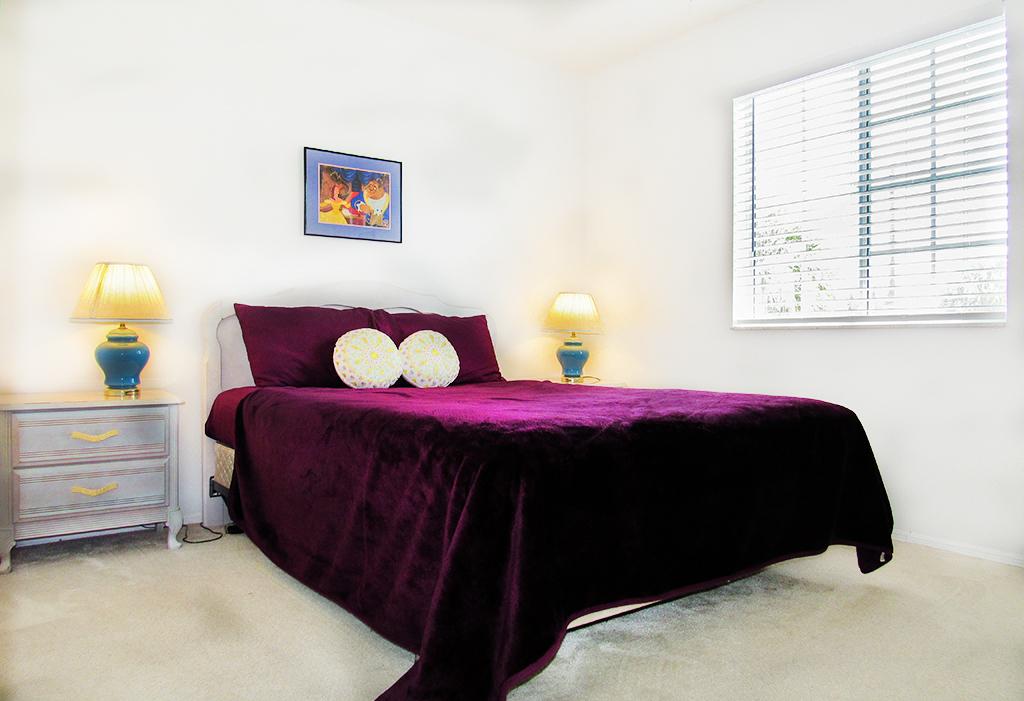 Upstairs Queen bedroom.