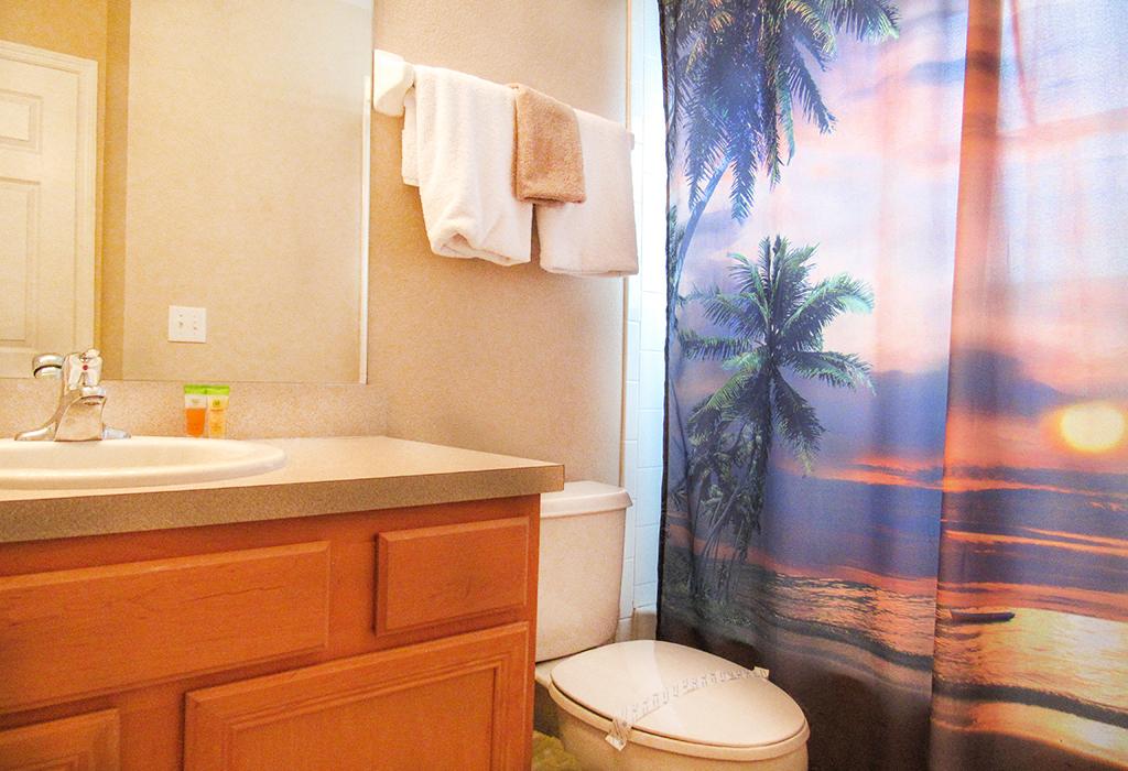 Upstairs Guest Bathroom 2.jpg