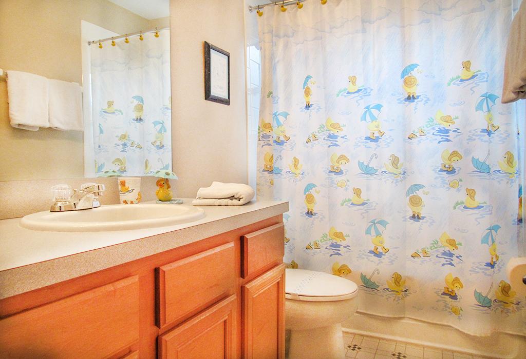 Upstairs Guest Bathroom 3.jpg