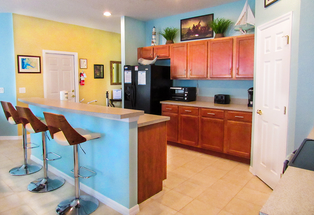 Well equipped kitchen with everything you would need for your self-catering vacation.