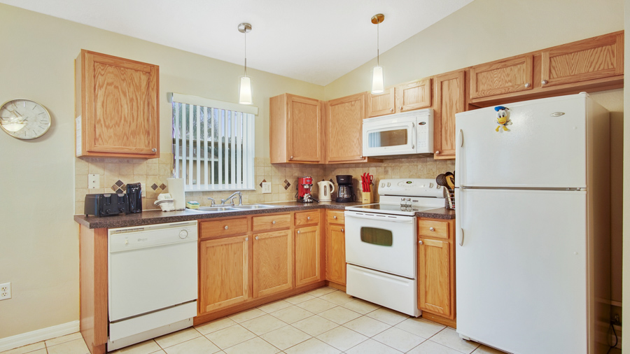 Fully stocked kitchen with everything you need for a quick snack to a family meal.