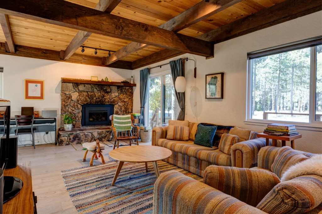 You will find Mid-Century Modern with Classic Cabin vibe having exposed timber beams throughout