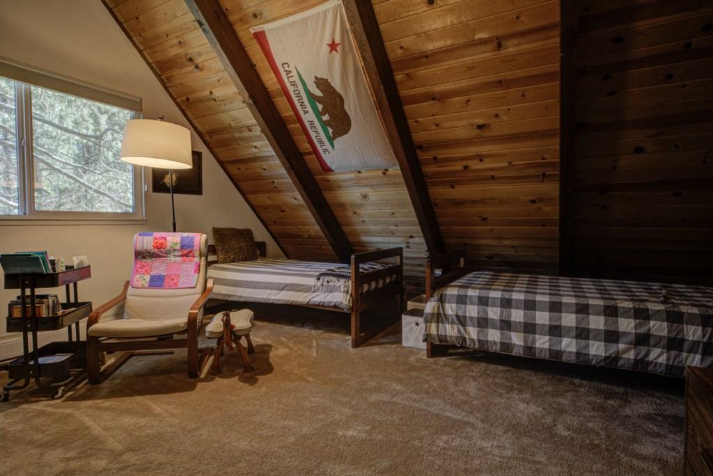 Spacioous Loft Twin Bedroom