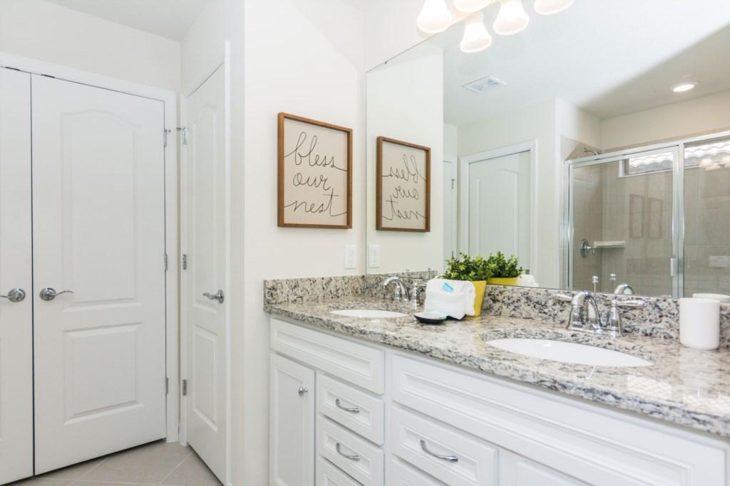 King Suite 4 Bath.jpg